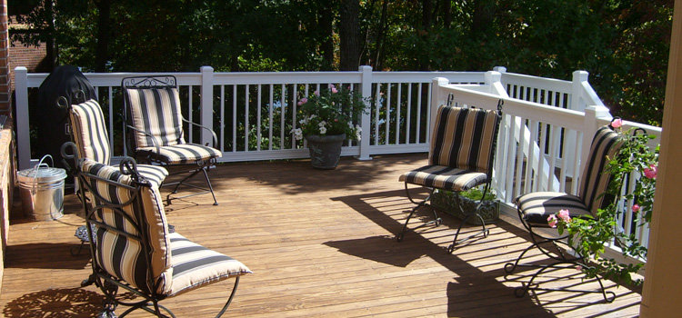 Traditional Deck Railing